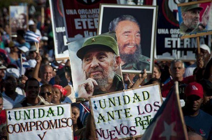 (VIDEO) Cuba celebra en Plaza de la Revolucion Dia Internacional del Trabajo; Raúl Castro encabezo evento
