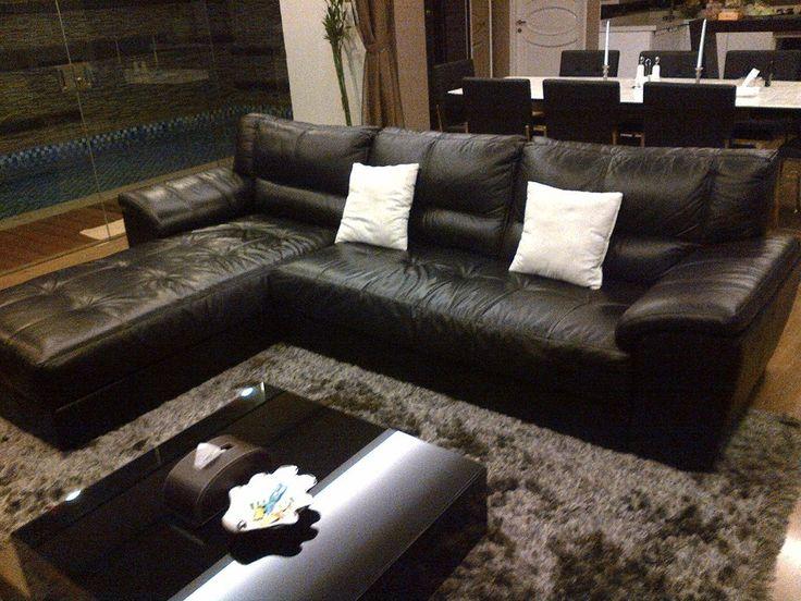 """""""Leather L Shape Sofa"""" sangat maskulin dan elegen untuk ruang tamu anda."""