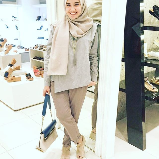 Am loving how she pulled off this casual khaki look... And her smile... Simply contagious... Jadi ikut senyum2 sendiri  thank you dearest @zaskiasungkar15 for the support  and review. . . . #StartAGoodThing She is wearing the @hannahonline_id Fatinah Top
