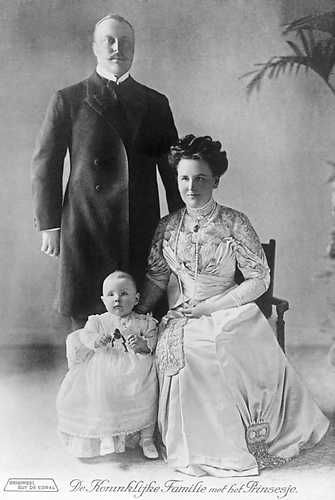 Former Queen Wilhelmina, Prince Hendrik, and Princess Juliana (1910)