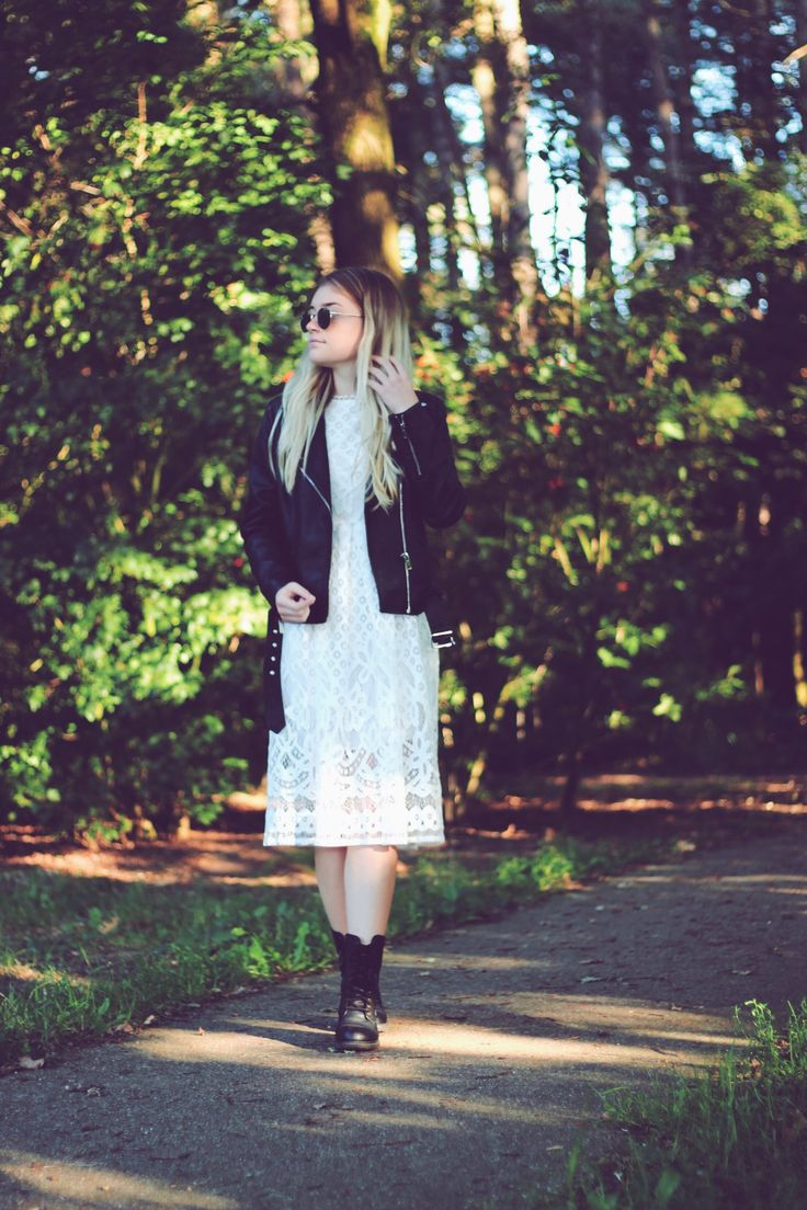 How to style: The white lace dress! The white, lace dress is a real classic. A dress, in my opinion, every girl should have. The thing with it, is that you can wear it in so many ways! And in this post, I show you one of them!