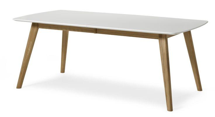 Retro matbord i lättskött material. Bordet förlängs enkelt med iläggsskivan á 45 cm som ingår. Komplettera gärna med tillhörande stolar, förvaringsmöbler samt soffbord och mediabänk. 4695kr