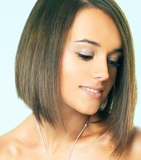 Il 2010 è all'insegna del taglio di capelli lunghi fino alla spalla. Scalato o regolare la lunghezza di tendenza è senza alcun dubbio media. La scelta scalata è ottima per chi vuole ridare slancio...