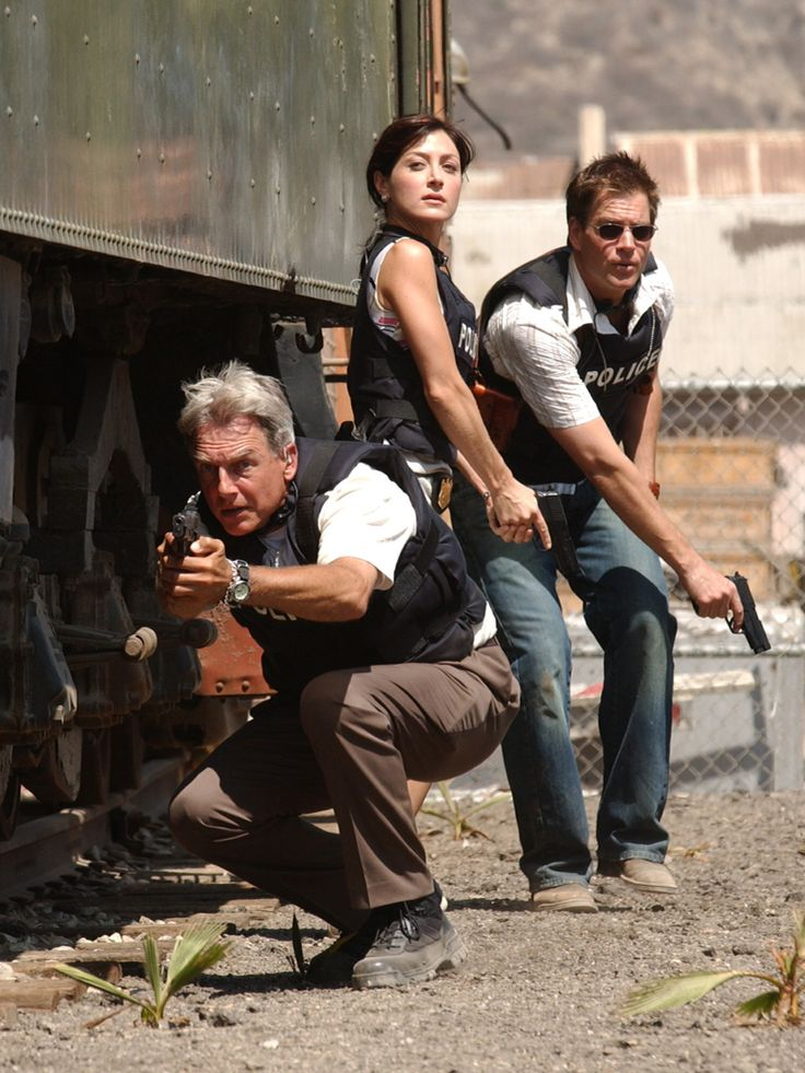 Gibbs, Kate, & Tony in action... Kate's death was so sad but it brought us Ziva, whom is better!