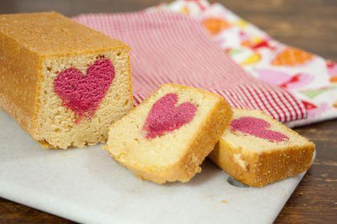 På utsidan ser den ut som en helt vanlig sockerkaka, men vi vet ju alla att det är insidan som räknas. När man skär upp den får varje skiva ett rött hjärta i mitten.