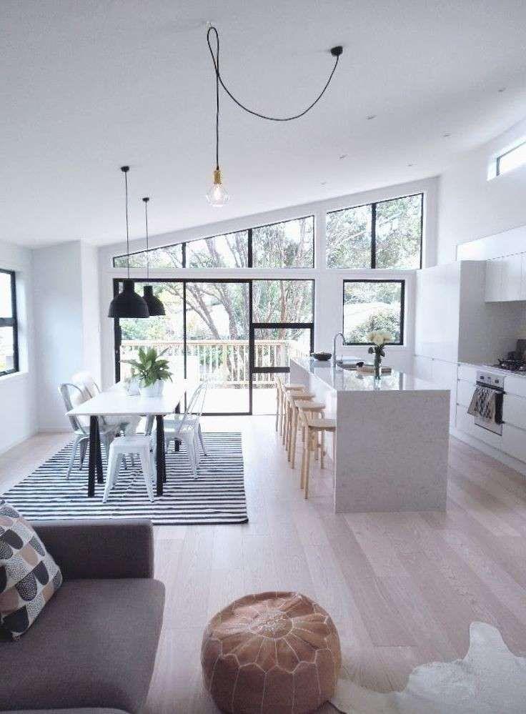 Bianco e nero a contrasto - Elegante e moderna questa cucina e soggiorno open space.