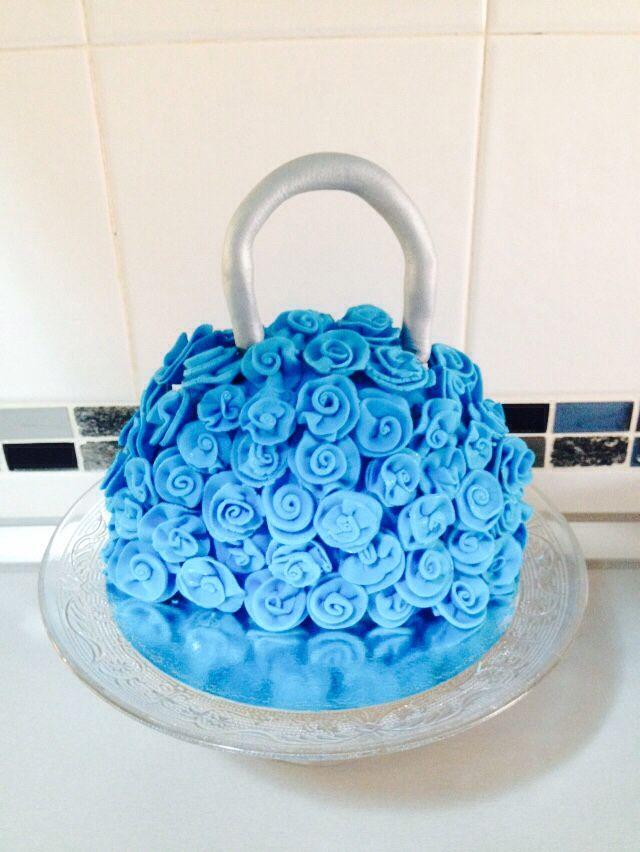 Tarta en forma de bolso. Cake purse