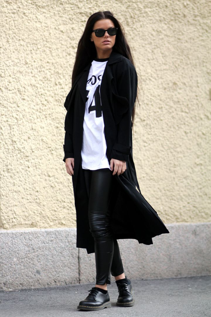 #Missguided style crush Frida Grahn www.blogg.veckorevyn.com/fridagrahn/ toughens up an off-duty look with the Nicole x Missguided Faux Leather Biker Leggings in Black.