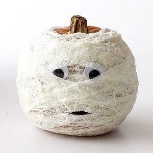 Halloween DIY mummy pumpkin