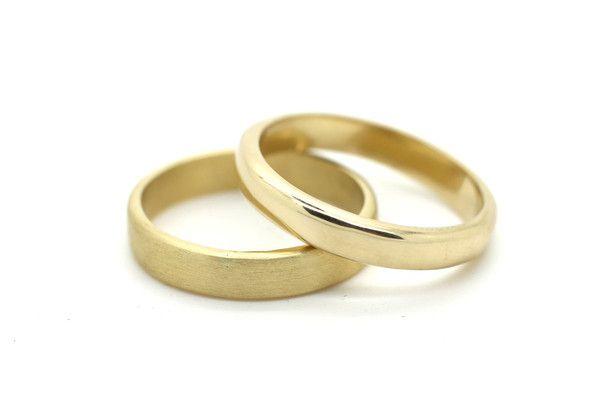 Eenvoudige trouwringen van geelgoud| Handgemaakt & Fairtrade | Nanini Jewelry | Handgemaakte Fair Trade Sieraden | Amsterdam
