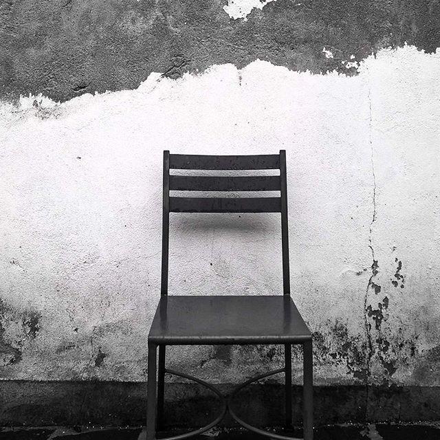 #chair #wall #bw #shotonmylumia #shotonlumia #lumiaphotography #blackandwhite #ruggedwall #sedia #muro #instagrammers #instamood #igers #igersitalia #solitude