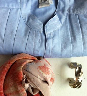 outfit milanese: camicetta in cotone collo coreana e sciarpa di seta. Paglia Milano.