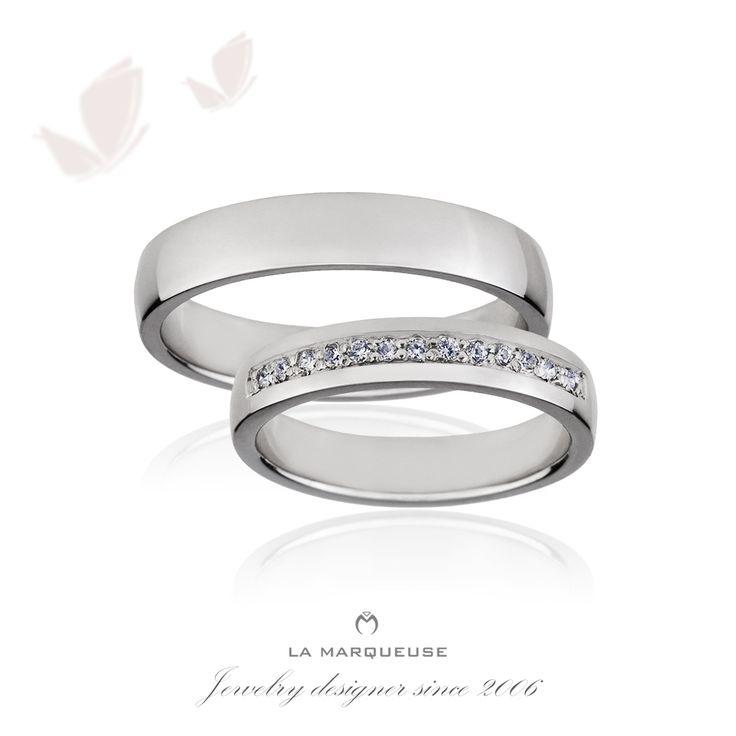 Obrączki wykonane z białego złota. Damska obrączka została ozdobiona brylantami:) Kolekcja: obrączki z brylantami La Marqueuse ..: #obraczki #bizuteria #brylanty #slub #jewerly #weddingrings #diamonds #LaMarqueuse :..