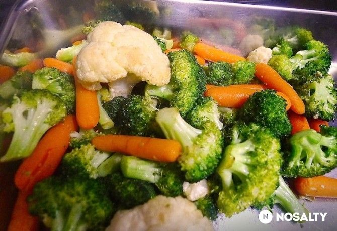 Ropogósra sült fokhagymás fűszeres zöldségköret