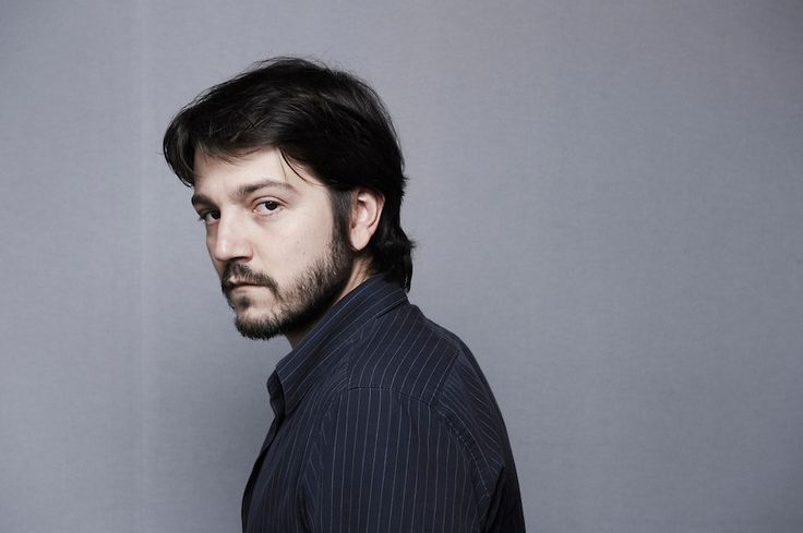 Mexican actor Diego Luna has been signed on to star alongside Felicity Jones and Riz Ahmed in Star Wars: Rogue One, the first of several planned standalone