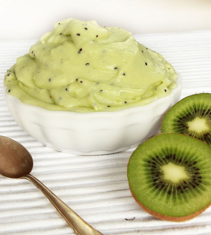 Fräsch och nyttig bärglass med kiwi och banan! Helt utan tillsatt socker –perfekt när man är sugen på något gott!