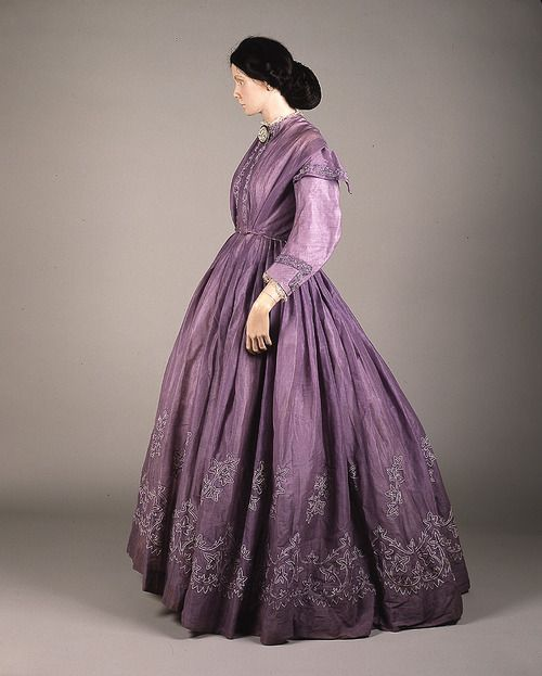 1860's day dress. Love the details on the skirt