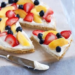 Healthy Breakfast Pizza - Shockingly, you can eat this entire breakfast pizza for less than 200 calories!! #foodgawker: Fruitpizza, Breakfast Healthy, Breakfast Pizza, 200 Calories, Healthy Breakfasts, Desserts Pizza, Breakfastpizza, Healthy Desserts, Healthy Fruit Pizza