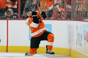 Aaron Asham (Metis), Canadian hockey right winger for the Pittsburgh Penguins.