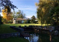 Magliaso: Bauland mit Villa und Bootsplatz direkt am See