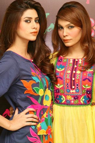 The latest fever of putting on colorful clothes has become more exciting with the newest launch of Rang Ja Flagship Store at MM Alam Road in Lahore.    The colorful launch of Rang Ja fascinated a larger group of fashionistas and socialites with its latest range of electrifying multi-colored outfits which included loose-fitting kurtas, short cotton tops, flowy long shirts and stylish straight shirts.