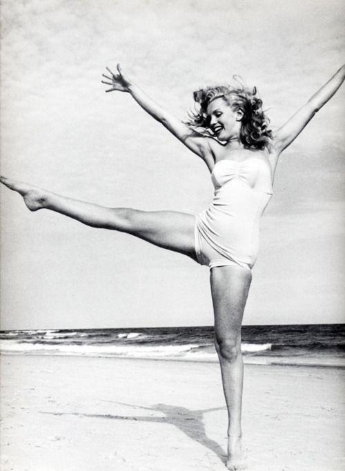 Marilyn Monroe dancing her heart out