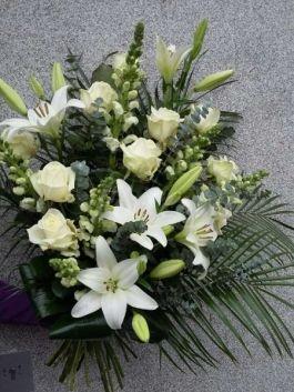 smutecni-ruze-fialy-lilie