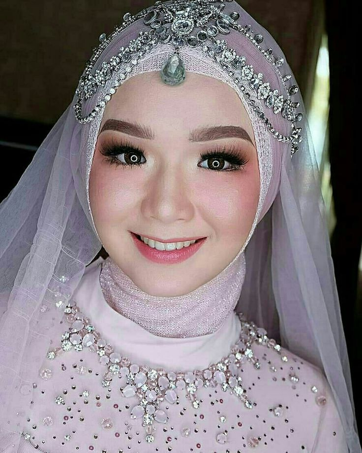 Pin oleh 𝓛𝓲𝓸𝓻𝓪 𝓩𝓪𝓻𝓯𝓪 di wedding. Kerudung pengantin