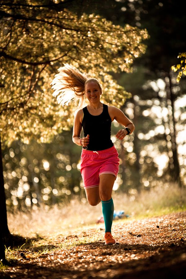 Hardloop outfit met blauwe compressie sokken van ZeroPoint. #sport #fashion #hardlopen