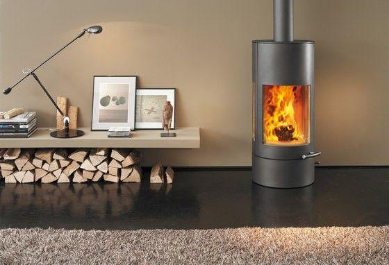 Austroflamm Pi-Ko 4kW kevyttakka 34-88m³ on tyylikäs ja perinteikäs takkamalli, jonka kolmisivuiset lasit mahdollistavat yhtäläiset ja vaikuttavat näkymät liekkeihin. Tyylikäs ja käytännöllinen 30 cm korkea jalusta (valinnainen) tarjoaa ylimääräistä säilytystilaa esimerkiksi puuta varten. Austroflamm Pi-Ko kevyttakkamallissa on ulkoinen ilmansyöttö valmiina. Savuhormi voidaan liittää yläreunasta tai taakaa.
