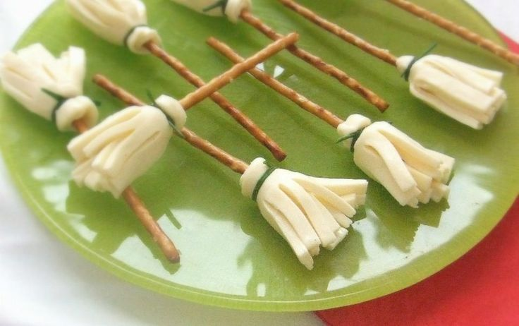 Easy fall snacks that will help you make the most of the season without taking up too much of your time! Great for fall lunches, or fall classroom parties!