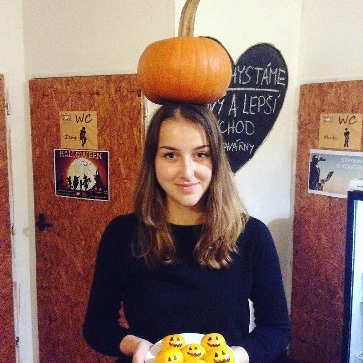 Dýňová dáma vás zve na Halloweenský týden v Kavárně Perfect world :)