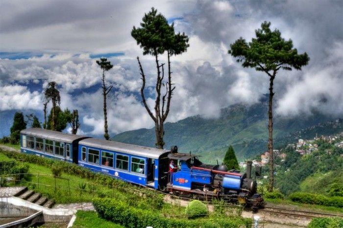 Rail travel of darjiling himalaische line
