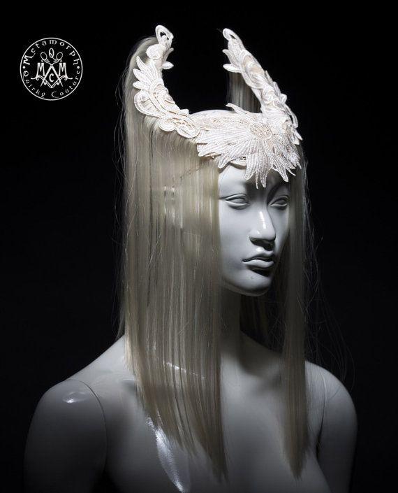 Au large de la coiffe de corne blanche / art Blonde cheveux perruque coiffure…