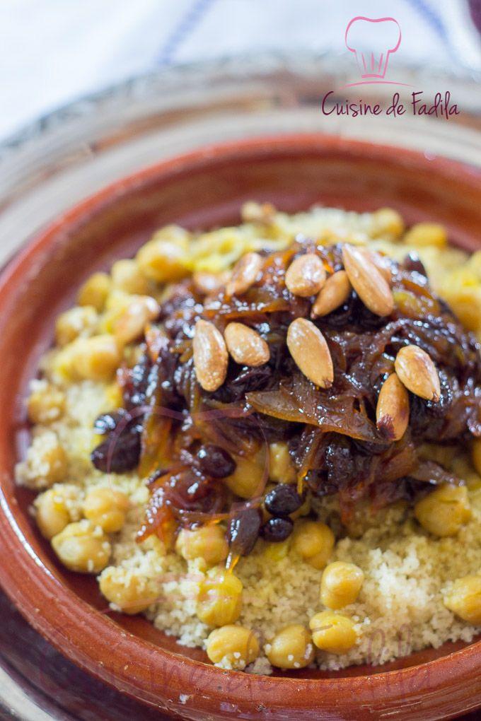 Couscous tfaya (agneau, oignons, pois chiches, raisin sec, cannelle)