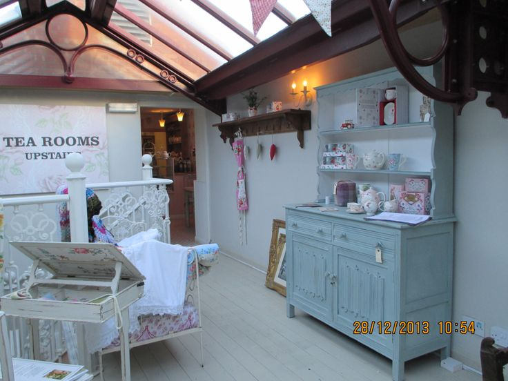 Molly's Maison - shop and tearooms, Getliffe's Yard, Leek, Staffordshire. Beautiful vintage ware, teamed with yummy homebaked goodies.