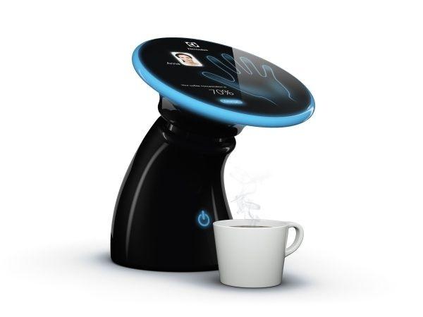 Memory, une machine à café expresso qui connaît votre goût sur le bout des doigts ou plutôt sur le bout de la paume de chacun des membres de la famille. Après que chacun ait programmé la machine individuellement, il suffit de poser la main sur le capteur pour lancer la préparation d'un café « personnalisé » : allongé, serré, très serré, etc.