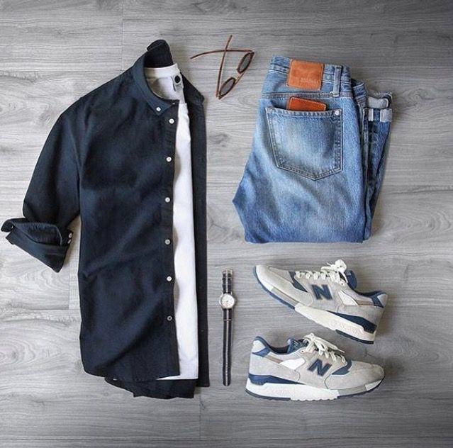 Ob Fitnessjunkie oder Couchpotato – New Balance verleiht deinem Look in jeder Situation den letzten Schliff! Vom komfortablen Street Style im angesagten 80s-Vintage-Look bis zum hochfunktionalen Running Shoe findest du hier garantiert deinen neuen Lieblings-Sneaker.