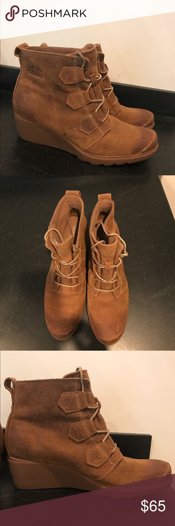 Sorel Women's Lace Up Boots Distressed boats in great condition, only worn a few times, waterproof, gently used Sorel Shoes Winter & Rain Boots