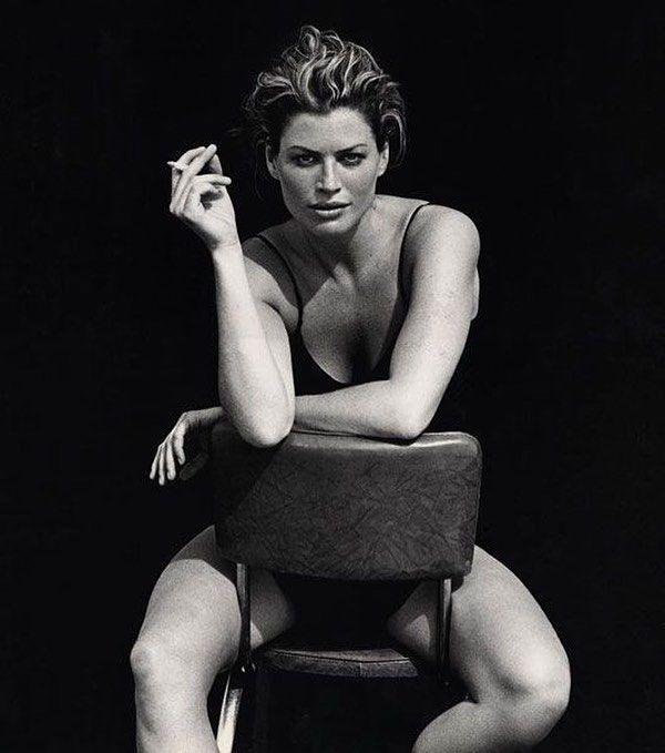 Carré Otis Mojave Desert 1996. #MyFirstPirelliCalendar #tbt #CarreOtis @pirelli #Pirelli #TheCal #PeterLindbergh @2bmanagement @gagosiangallery by therealpeterlindbergh