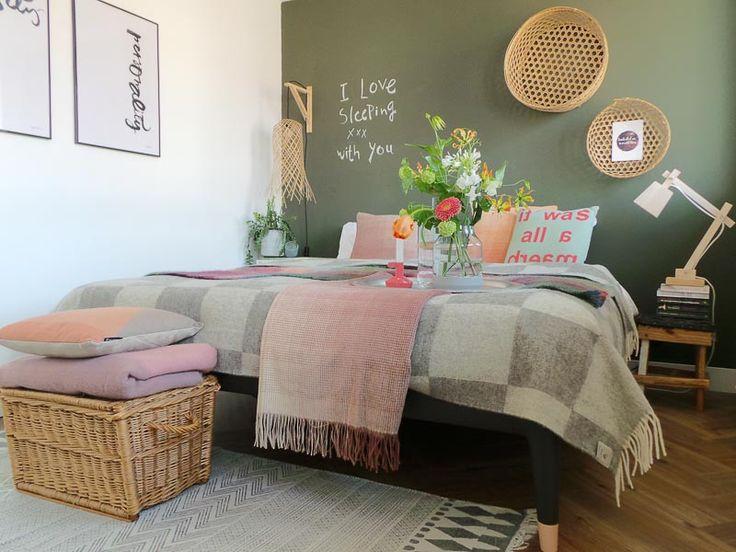 XL deken met grijze blokken. Van Silkeborg Uldspinderi, Bij webshop Ookinhetpaars.
