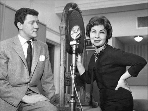 Caz sanatçısı Sevinç Tevs ve BBC Muhabiri Yavuz Karaözbek (1958)