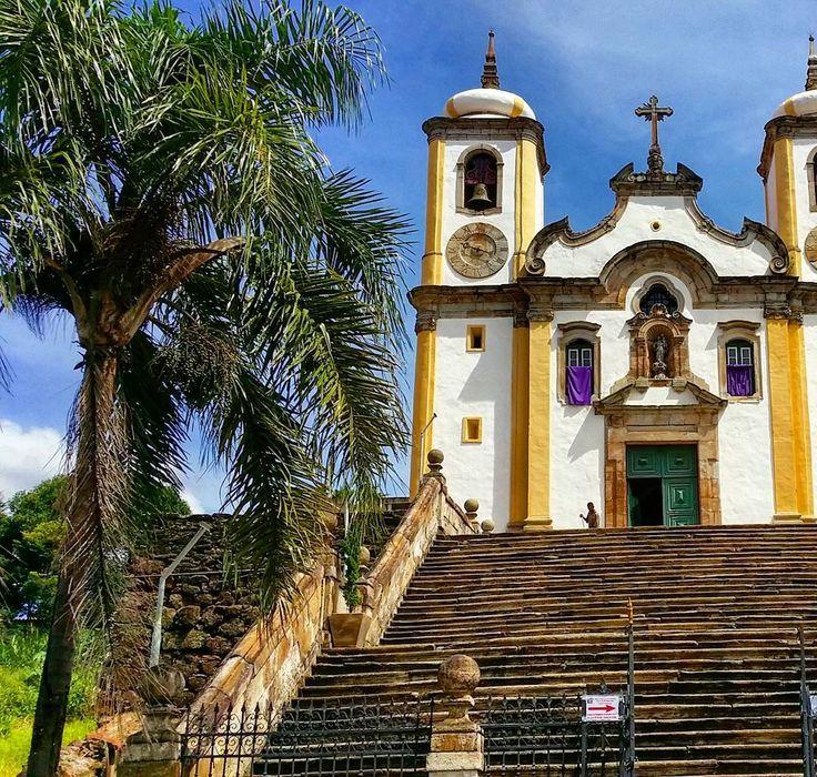 Igreja de Santa Efigênia no alto da ladeira pra pagar os pecados todos antes de chegar lá. by wwriter