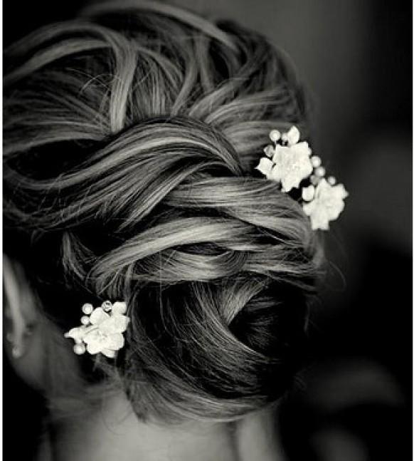 Kleine inzetaccessoires in je bruidskapsel zijn ook gewoon te koop bij www.femweddingshop.nl
