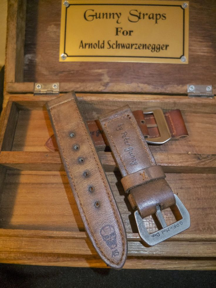 an Intermezzo.....   GUNNY made strap for Mr. Arnold Schwarzenegger!   You can read the article  here , but it's in Spanish, you can auto-...