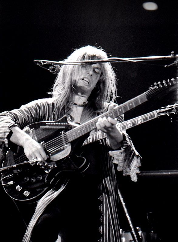 Steve Howe (YES (Asia?) gtr.) STEVE HOWE - Most extraordinary orchestral multi-tasking high level of musicality - highest of ANYBODY in 'rock', ever. How i LOVE Howe !!! the BEST. He's a THRILL.