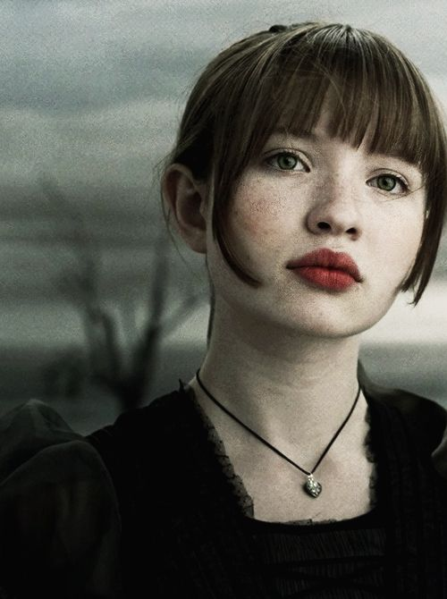 Emily Browning as Violet Baudelaire In Lemomy Snicket's: A Series of Unfortunate Events. Such a brilliant character she was.