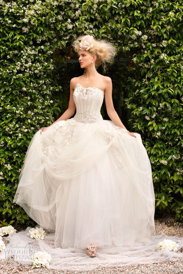 """イタリアミラノ発の王室御用達ブランド""""アトリエ アイメ""""のドレスに夢見心地♡にて紹介している画像"""