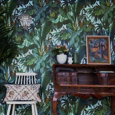 Schulze London interior design. #tropycal #chelsea #art #jungle #flowers #design #ikat #schulzelondon #london #antique #vintage #cartierlamp #palm #wallpaper