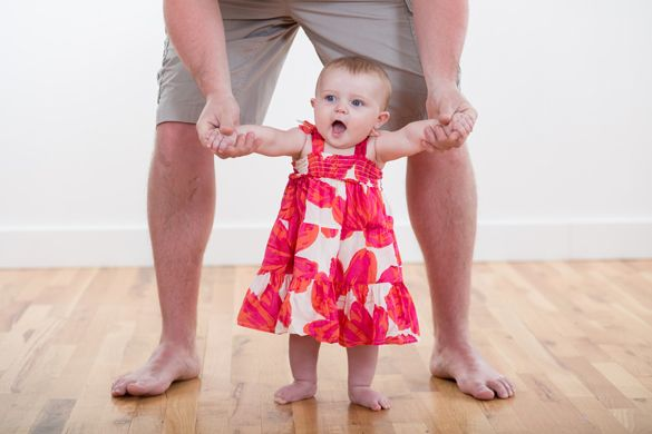 Τα πρώτα βήματα του μωρού | Όπως και κάθε άλλο στάδιο στην ανάπτυξη ενός μωρού, έτσι και τα πρώτα βήματα έχουν τη δική τους κατάλληλη στιγμή για να γίνουν! Διαβάστε στο blog μας...